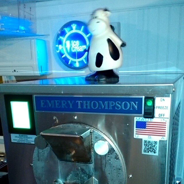 The only batch freezer we know of with its own dancing cow! #pdxicecream #pdxeats #sellwood #keepportlandweird #emerythompson #sellwoodeats #sellwoodfun #dancingcow #cow