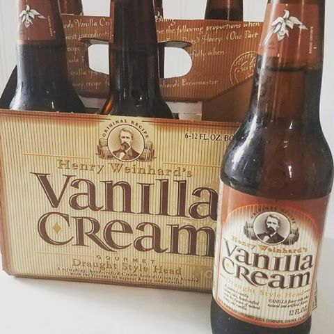 Here for a limited time, Henry Weinhard's Vanilla Cream soda. Create a different flavored float with this yummy vanilla cream soda. Pairs well with most any flavor of ice cream we have! We still have our classic soda  flavors as well; root beer, orange cream and black cherry. #hurrybackicecream #henryweinhard #sellwood #sellwoodicecream #sellwoodfoodcarts #sellwoodfoodcart #pdxdesert #float #icecreamfloat #vanillacreamsoda #vanillacream #soda #henryweinhardsodafloat #henryweinhardsoda