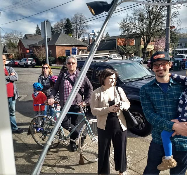 It's a beautiful spring day. It's also a line down the block kind of day here at Hurry Back Ice Cream! Don't worry, we will make your ice cream wish come true.  #portlandfoodcarts #pdxfoodcarts #icecream #nondairy #pdxeats #pdxfoodie #travelportland #hurrybackicecream #sellwoodicecream #sellwoodicecream